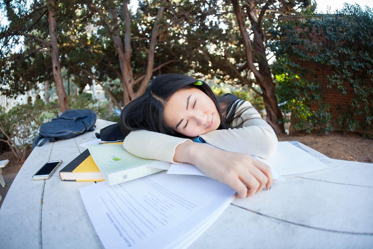 午後の眠気にバイバイ。昼食をナッツにして生産性を上げよう【ウトウト対策】